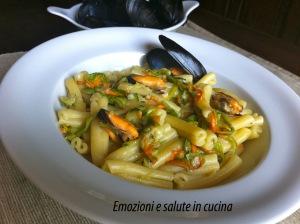 Pasta casareccia con cozze e fiori di zucchina